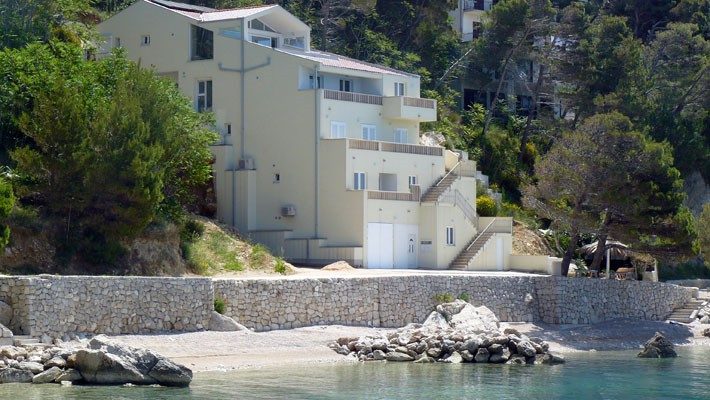 brela luxury apartments on the beach