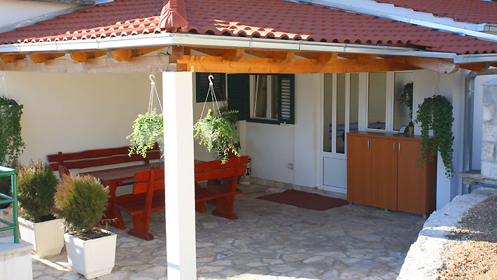 makarska apartments with pool