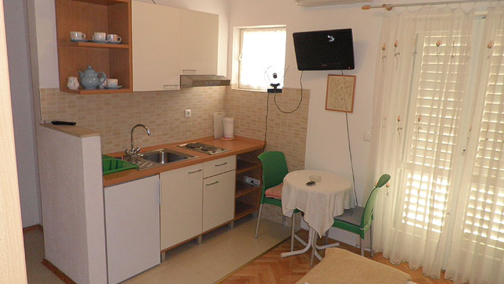 makarska apartments near beach